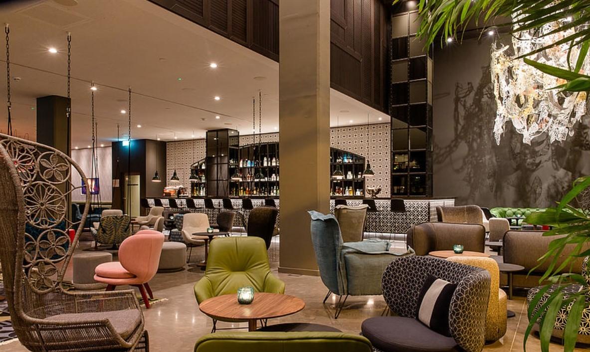motel one barcelona barcelona tiles. Black Bedroom Furniture Sets. Home Design Ideas